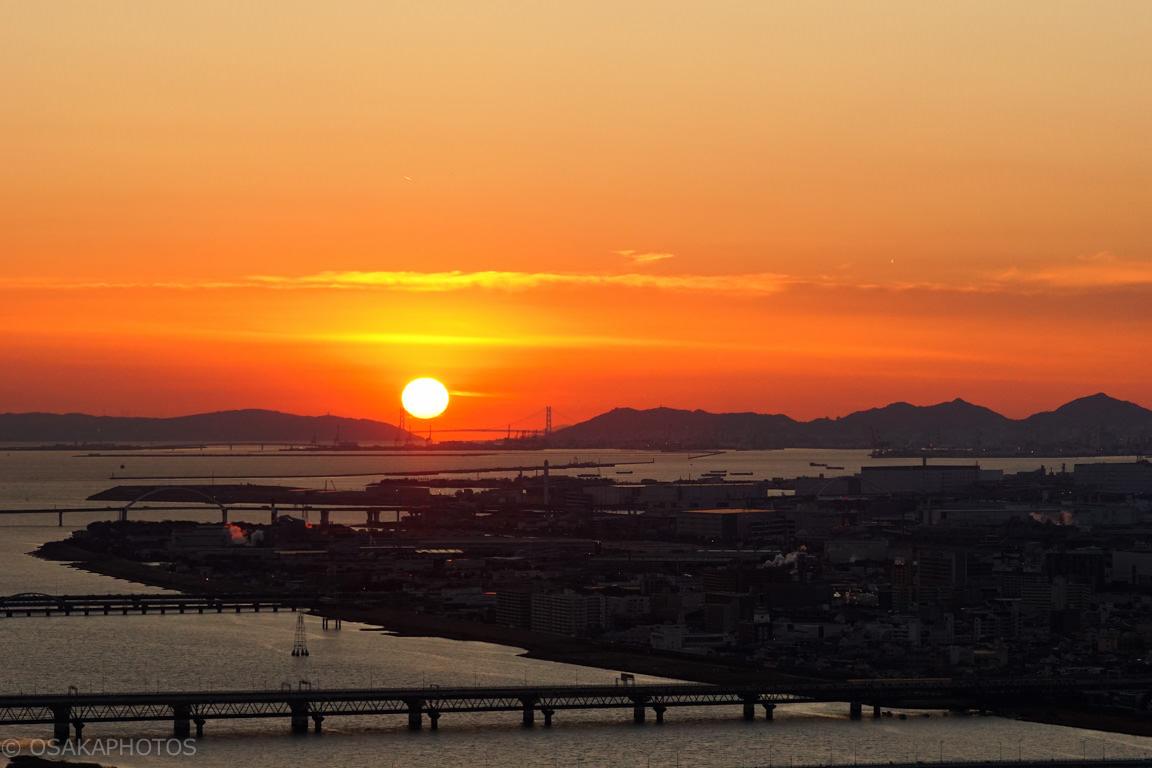 スカイビルから明石海峡へ落ちる夕日-DSC06602