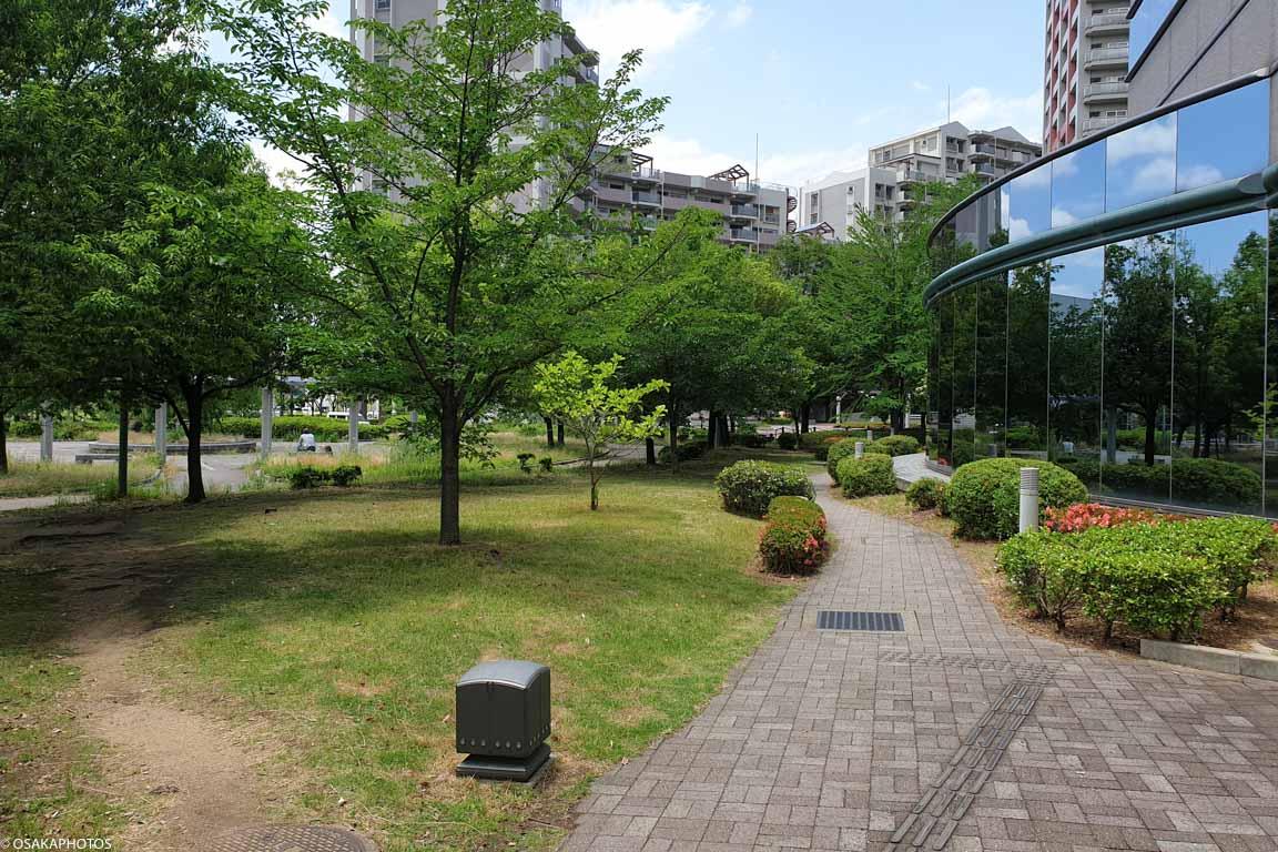 大阪府立中央図書館-121009
